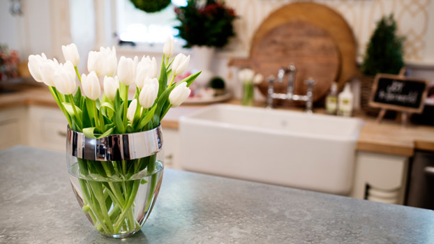 5 Easy and Inexpensive Ways to Use Flowers in Your Home